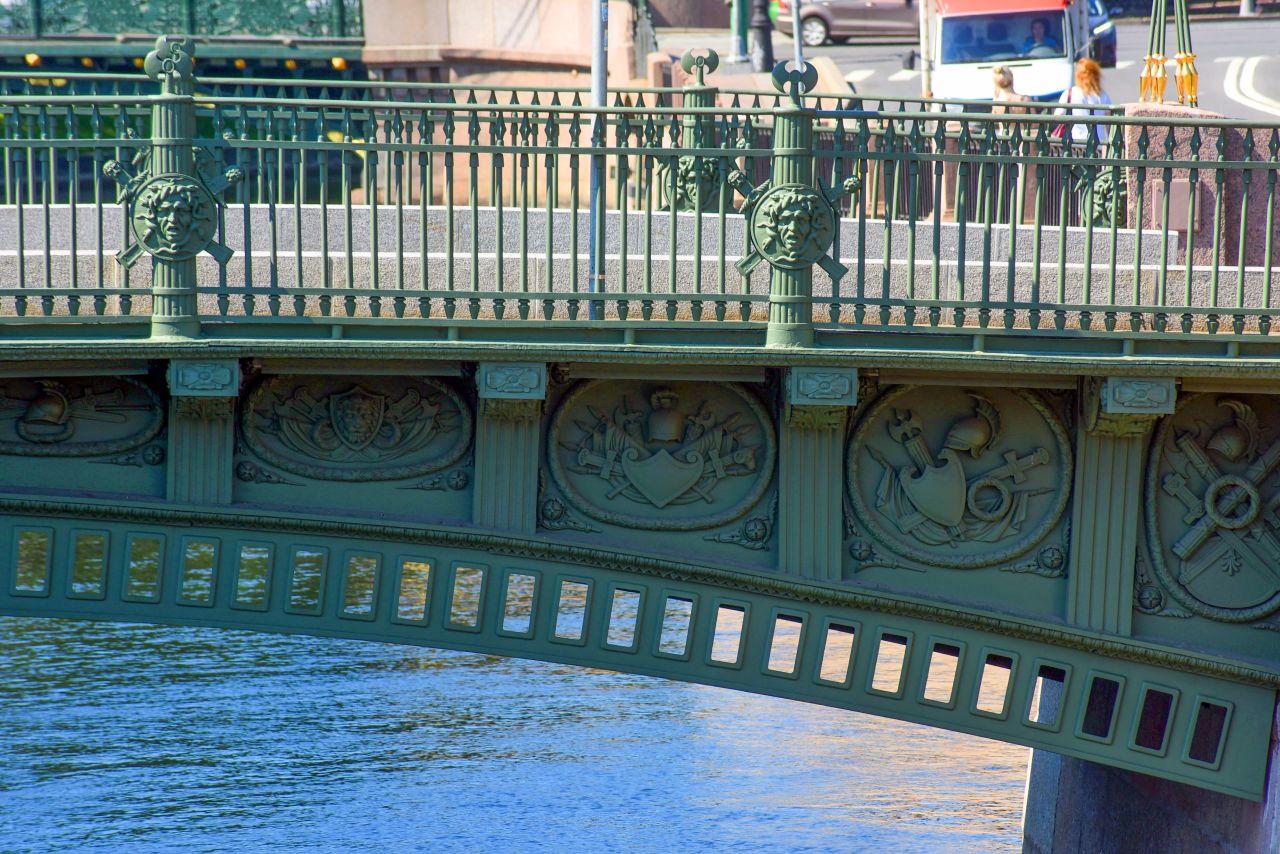 Фрагмент решетки и декора 1-го Инженерного моста