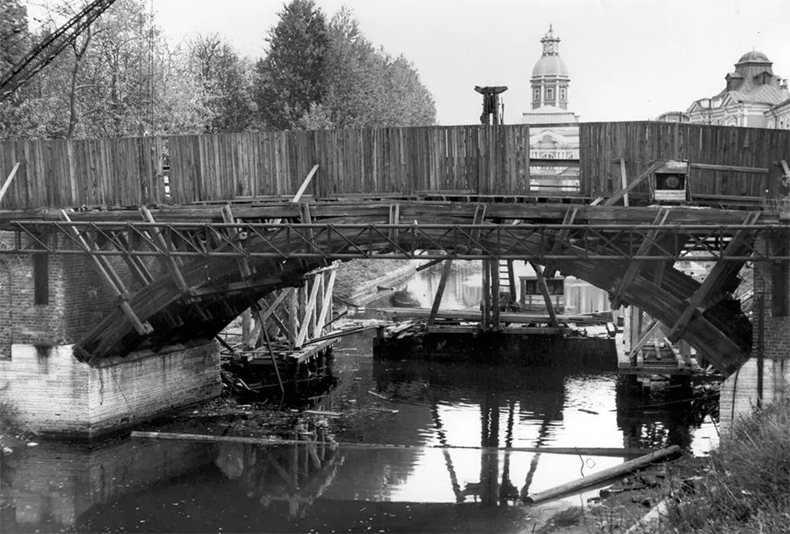 2-й Лаврский мост на фото 1970 года