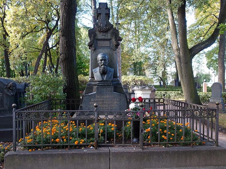 Надгробие Ф.М. Достоевского на Тихвинском кладбище Александро-Невской лавры