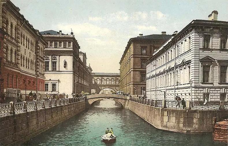 Место слияния Мойки и Зимней канавки в начале XX века: набережная Мойки поворачивает к 1-му Зимнему мосту