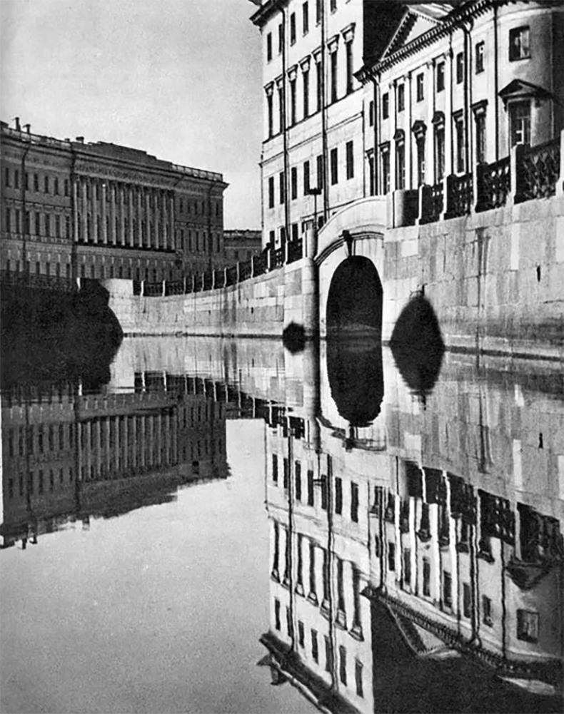 Набережная реки Мойки и 2-й Зимний мост в конце 1960-х годов