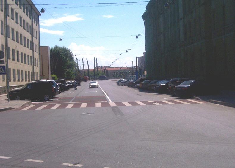 Обновленная Барочная улица в 2008 году, впереди виден Барочный мост