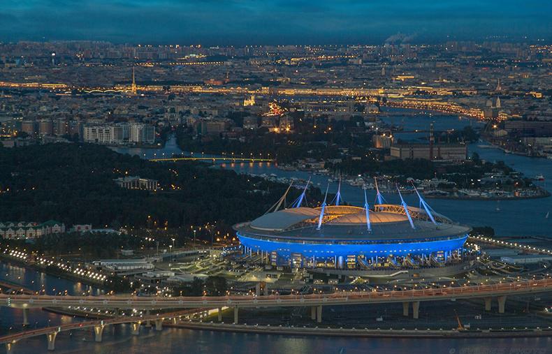 Ночная панорама города со стадионом «Санкт-Петербург»