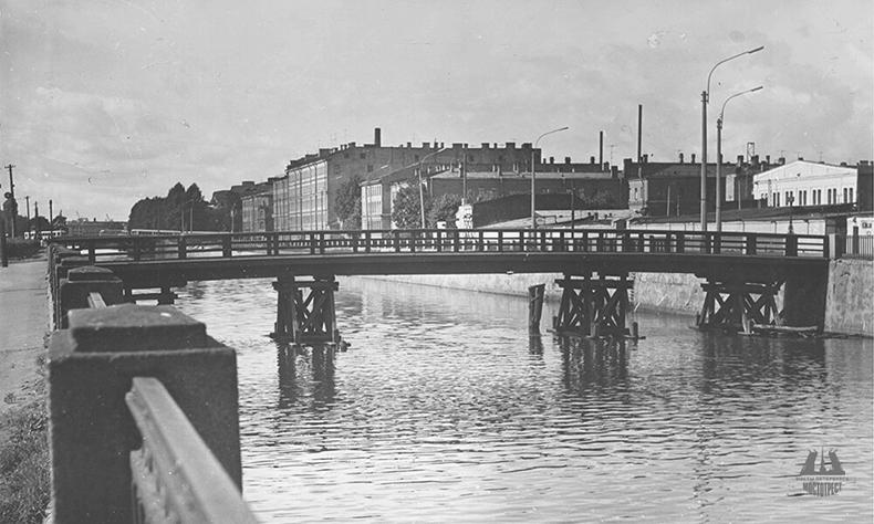 Деревянный Борисов мост на фото 1960-х годов