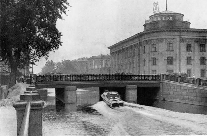 Мост Декабристов в начале 1960-х годов