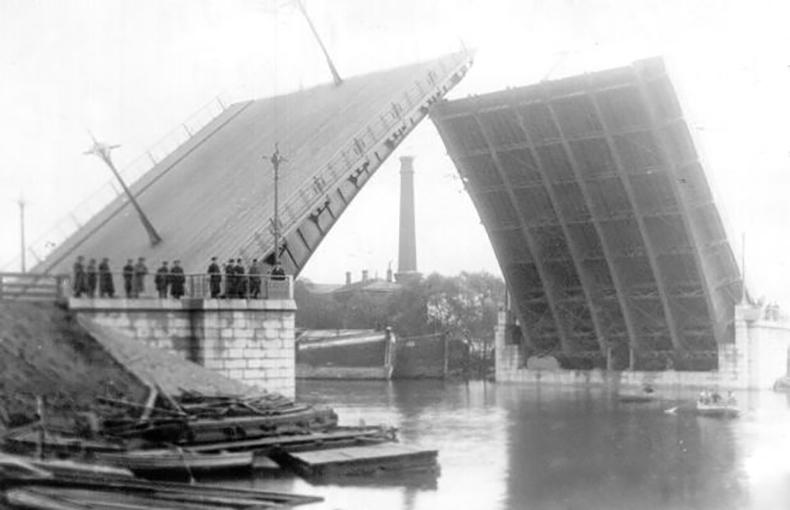 Пробная разводка Екатерингофского моста в 1914 году