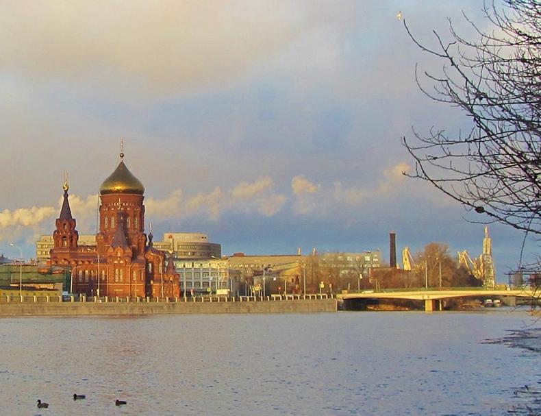 Вид на Богоявленскую церковь и Гутуевский мост