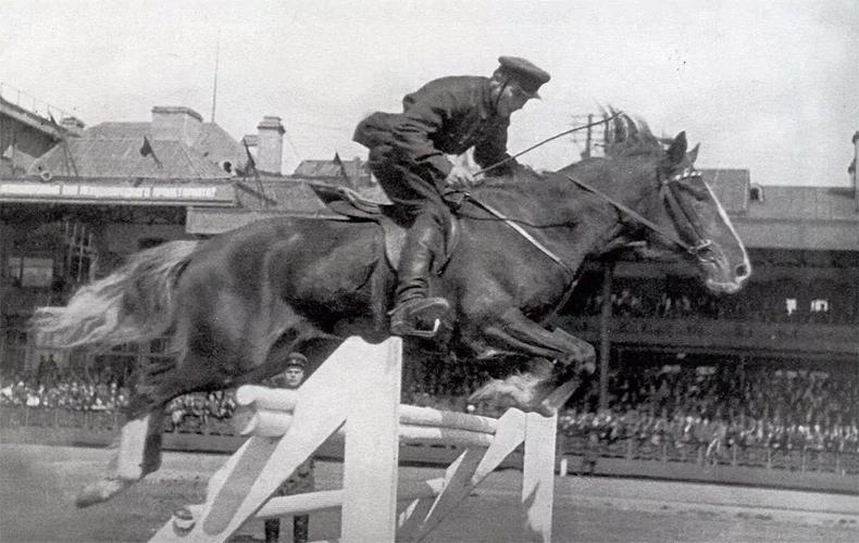 Гарнизонные конно-спортивные состязания на Семеновском ипподроме, 1937 год