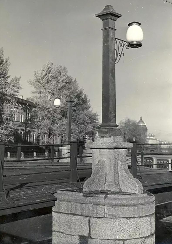 Восстановленные торшеры и фонари Матвеева моста, 1954 год