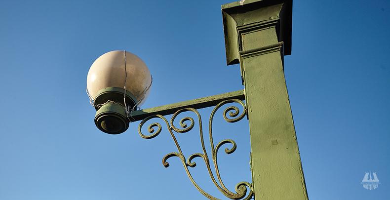 Современный фонарь Матвеева моста