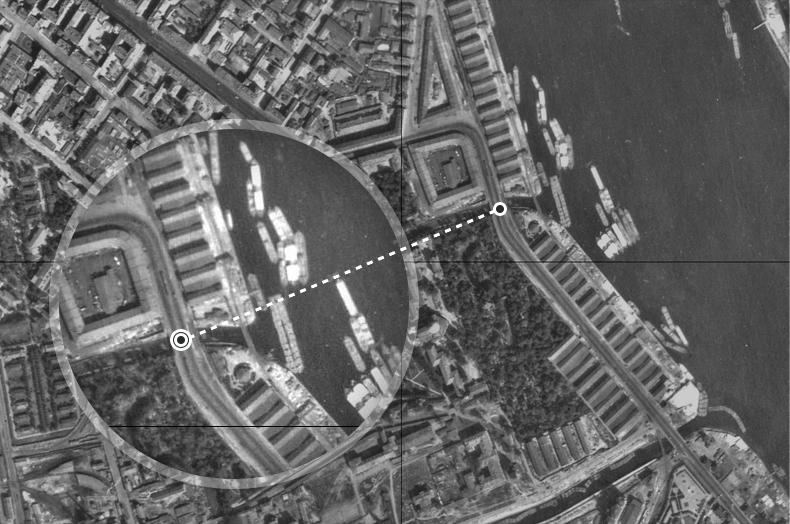 Мост Обуховской обороны (справа) и Монастырский мост (слева) на аэрофотосъемке 1942 года