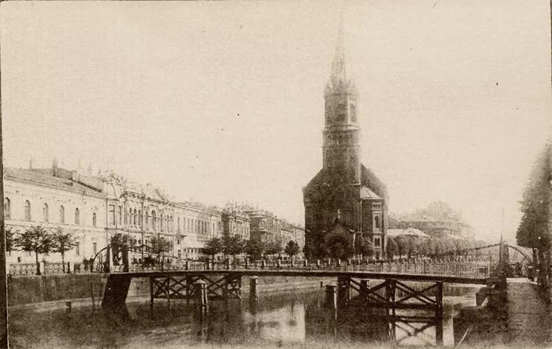 В 1905 году под мост подведены деревянные опоры.