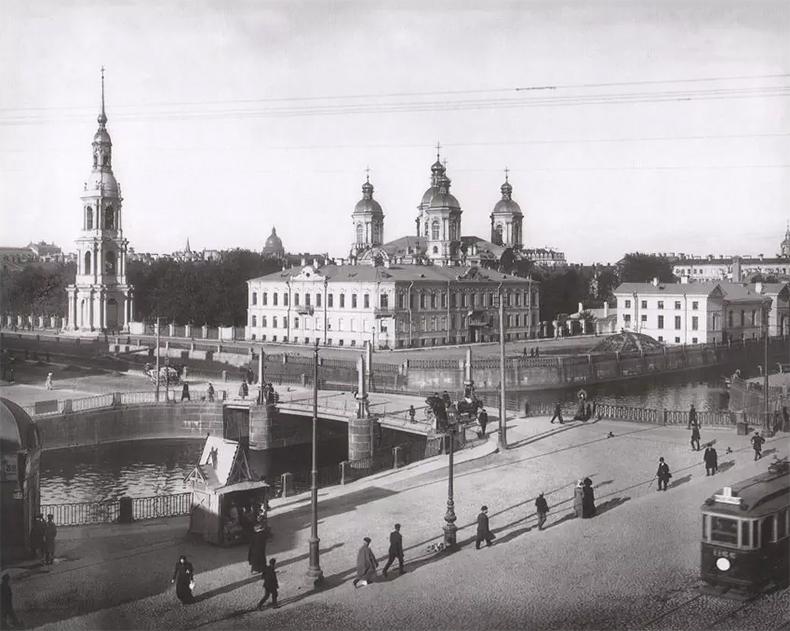 Трамвай на Садовой улице возле Старо-Никольского моста