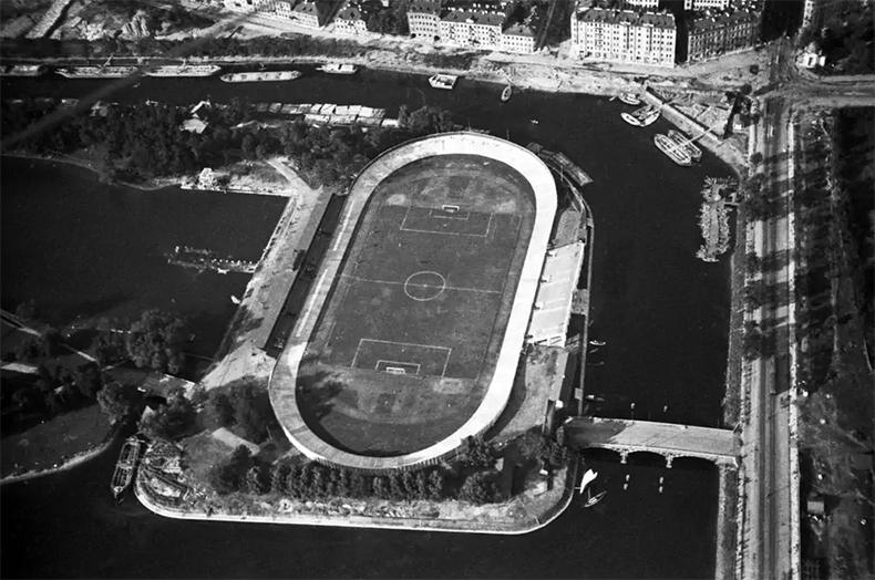 Стадион им. В.И. Ленина в 1931 году. Справа 1-й Ждановский мост