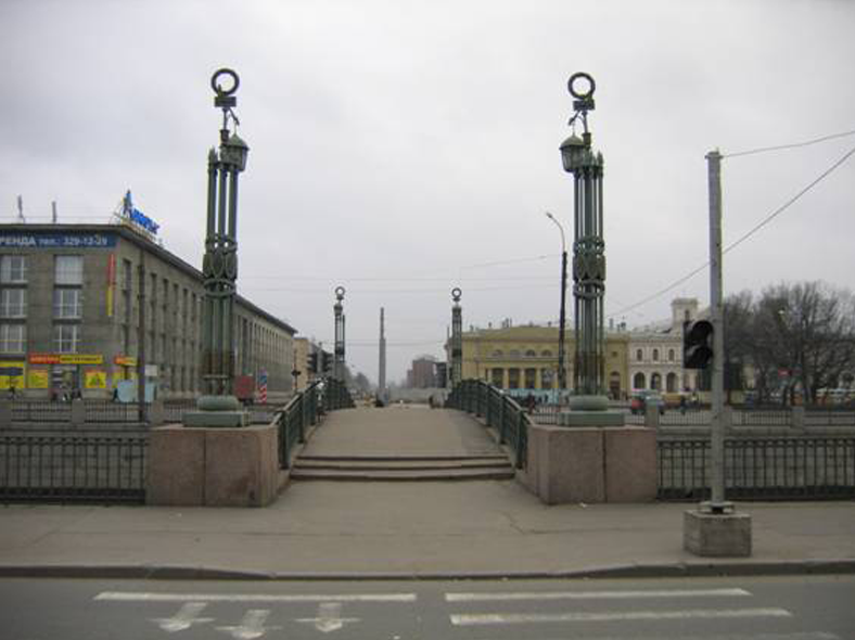 Мост в 1970-е годы: http://www.karpovka.net/pics/2009/01/image0063.jpg