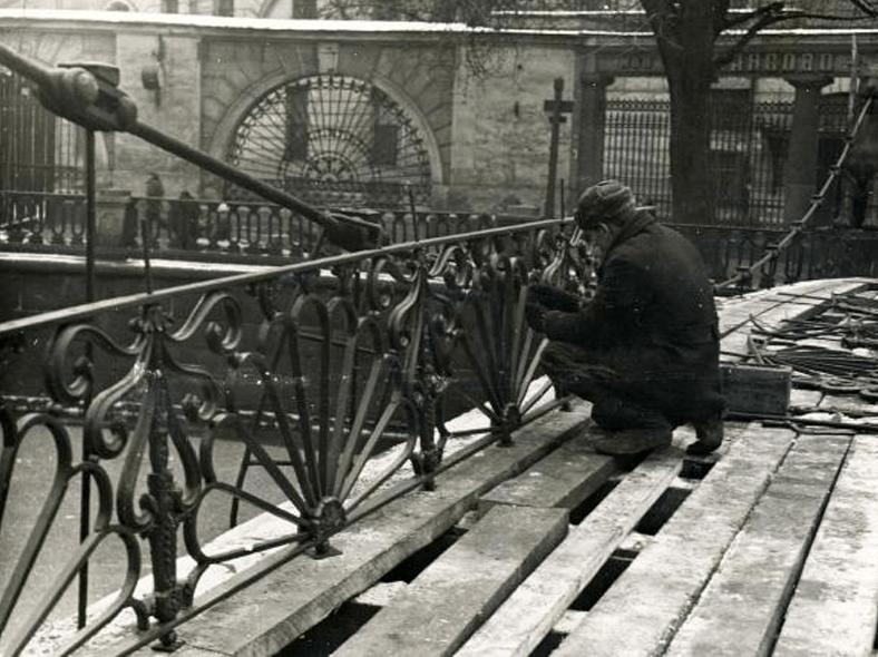 Реставрационные работы, 1951 год: http://www.citywalls.ru/house/comm_image53-54631.jpg?mt=1488060905