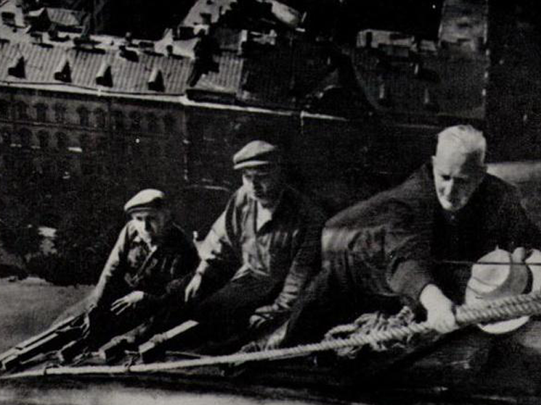 Ротач Александр Лукич (1893–1990) http://www.mosarchinform.ru/plugins/p17_image_gallery/images/9/2557.jpg (крайний справа, на фото — осмотр Исаакиевского собора, поврежденного снарядом в 1941 году).
