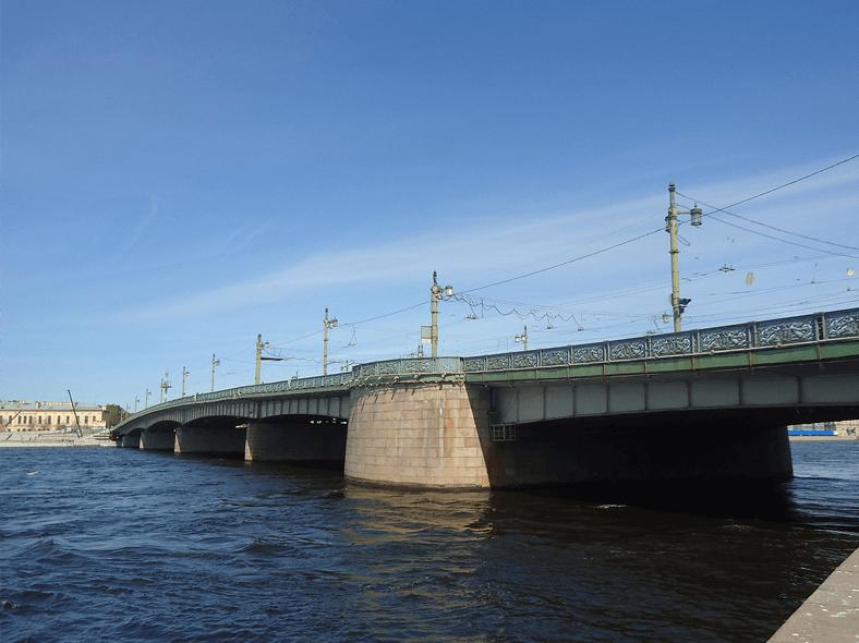 Мост Лейтенанта Шмидта во 2-й половине ХХ века: http://www.hellopiter.ru/image/Petersburg1124.jpg