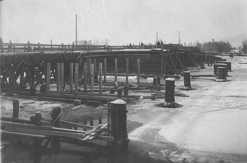 Ремонт Большого Петровского моста в 1947 году