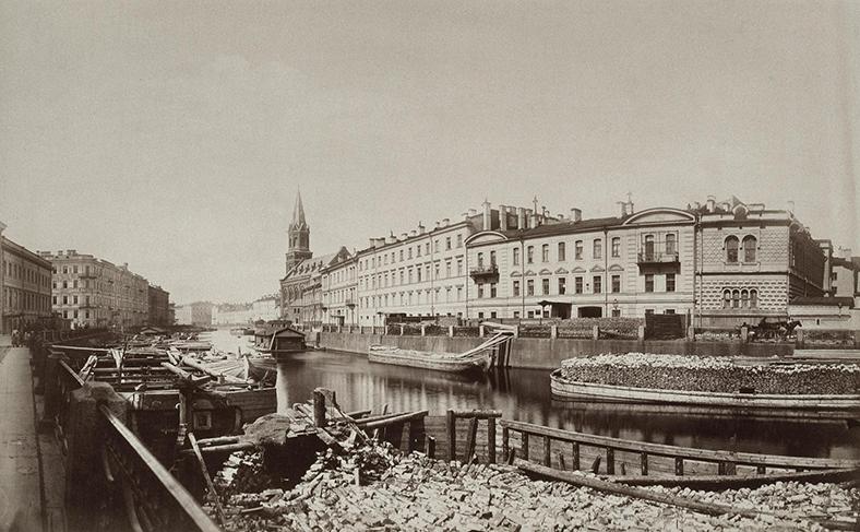 Вид набережной Мойки в 1870-е годы, Фонарного моста нет. Фото К.И. Шульца из коллекции Государственного Эрмитажа