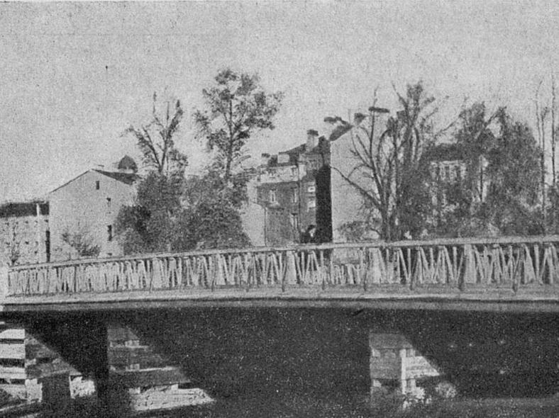 Деревянный Геслеровский мост, единственное сохранившееся фото, 1948 год: https://pastvu.com/p/315941
