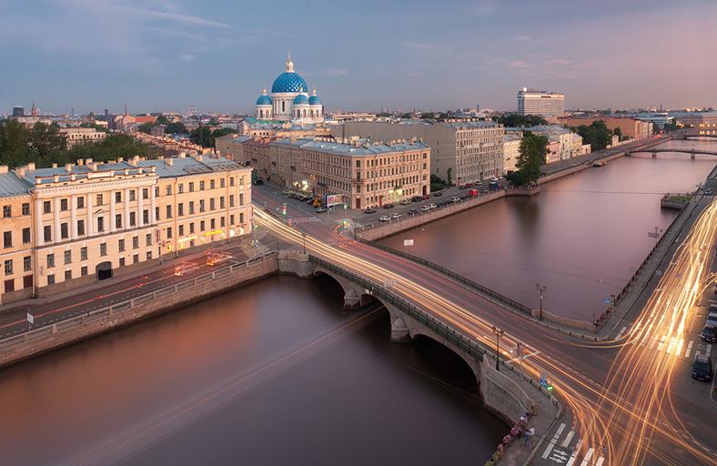 Панорама реки Фонтанки с видом на Измайловский мост и Троице-Измайловский собор