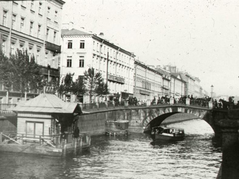 Каменный мост в начале XX века: https://pastvu.com/p/112680