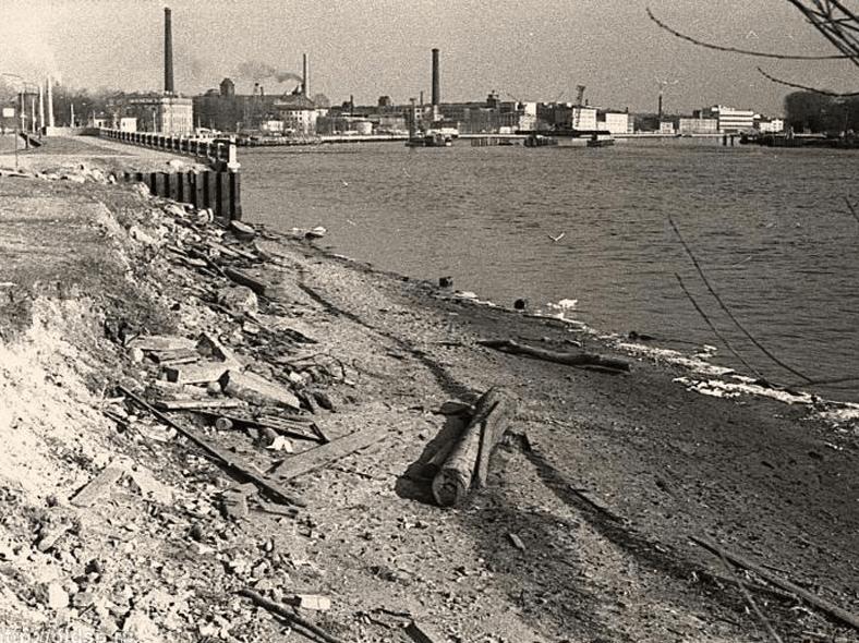 Самое начало строительства (1979 год): http://oldsp.ru/old/photo/view/8291