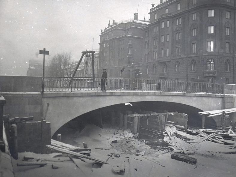 1931–1932 годы, реконструкция: https://pastvu.com/p/121872