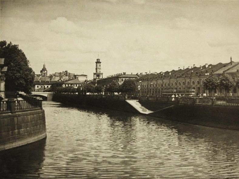 1952 год. Красногвардейского моста еще нет. https://pastvu.com/p/203798