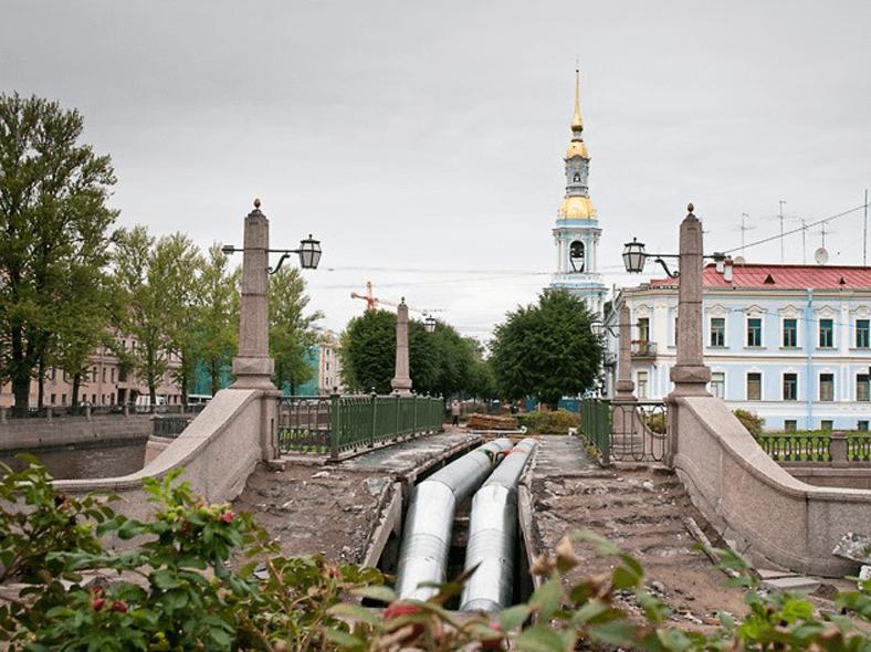 Ремонт моста в 2010 году, автор фото Н. Громов. Источник: http://ngromov.ru/new/remont