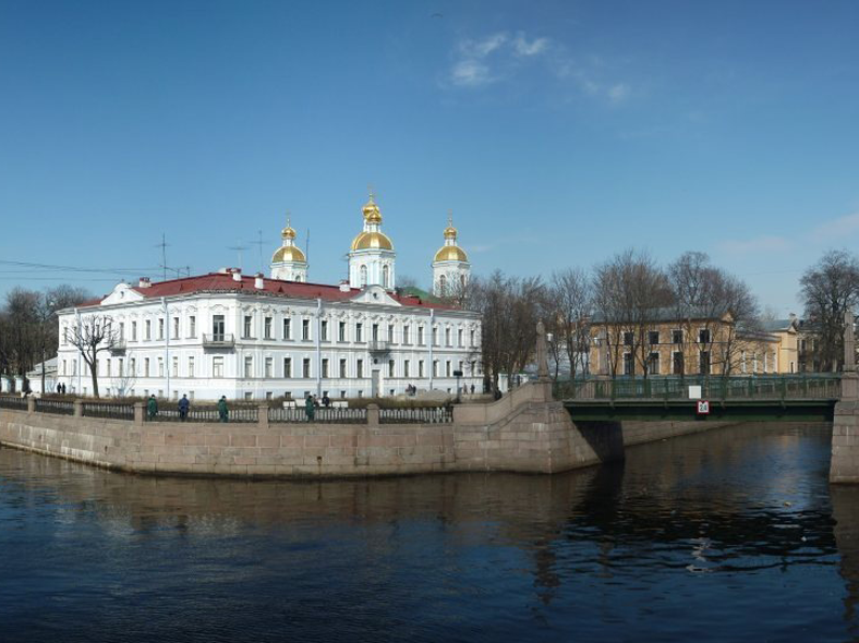 Панорама двух каналов. Источник: https://commons.wikimedia.org/wiki/Category:Krasnogvardeysky_Bridge#/media/File:Nikolskiy2.jpg