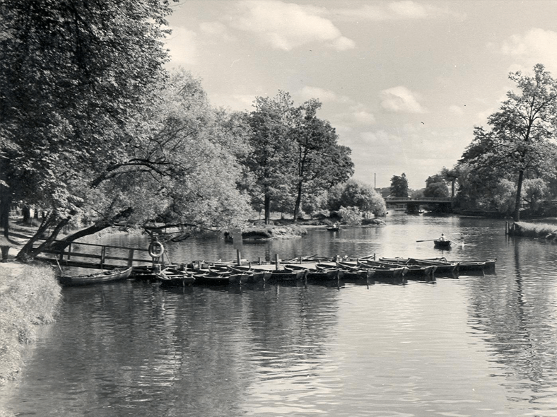 До реконструкции 1961 года (мост вдали): http://spb-projects.ru/