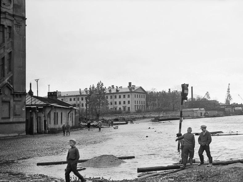Наводнение 18 октября 1967 года, Матисов мост на заднем плане: http://www.photosight.ru/