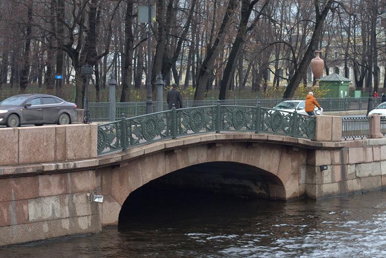 Нижний Лебяжий мост и вид на Летний сад