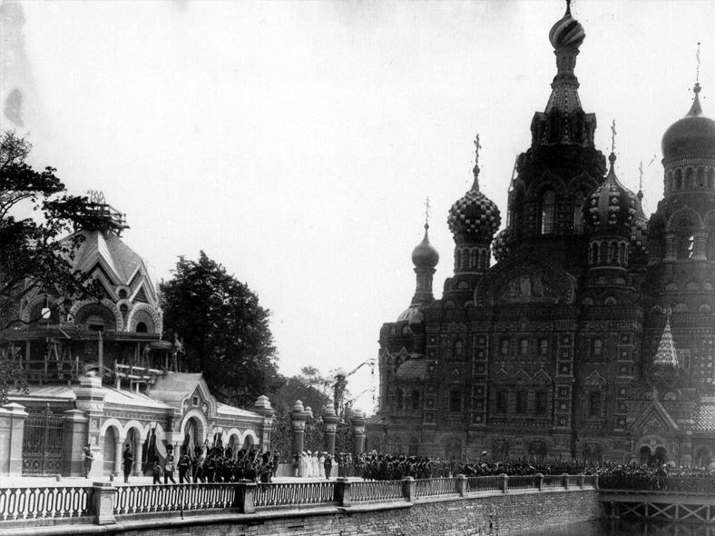 Освящение собора Воскресения Христова 19 августа 1907 (фотограф К. Булла), справа мост через Екатерининский канал https://pastvu.com/p/260128