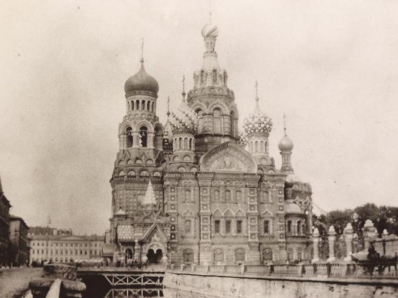 Храм и мост в начале 1910-х годов: http://oldsp.ru/old/photo/view/14613