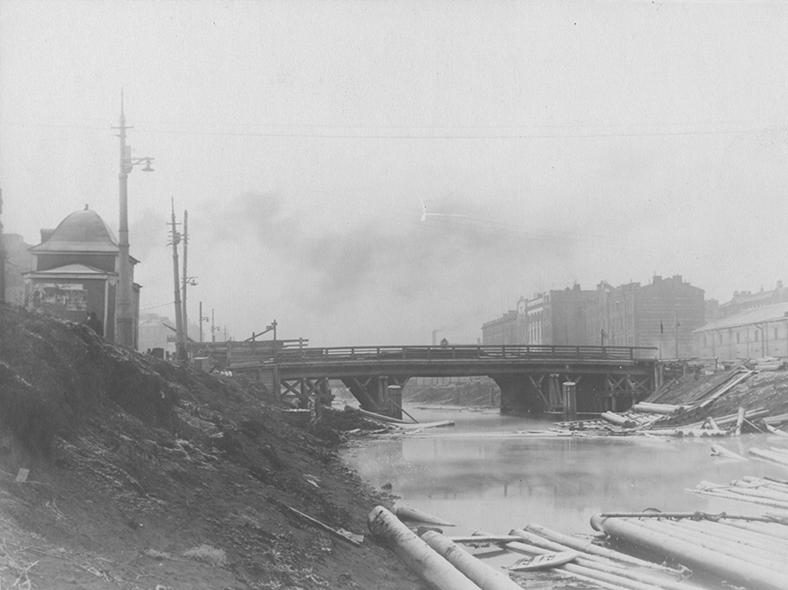 Деревянный мост в 1909 году