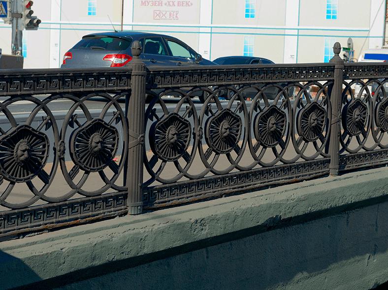 Художественные перила моста
