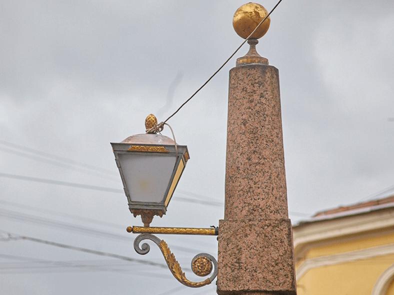 Фонари-обелиски на Подьяческом мосту