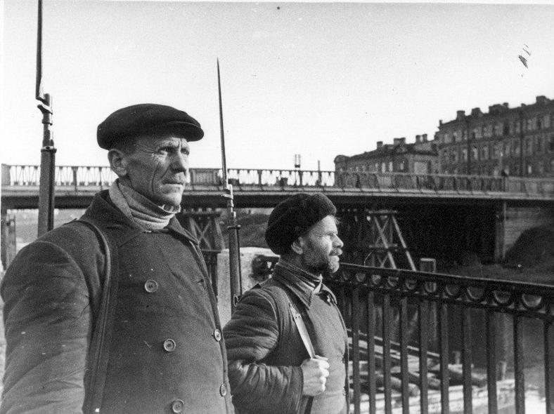 Деревянный мост в 1941 году: https://pastvu.com/p/124316