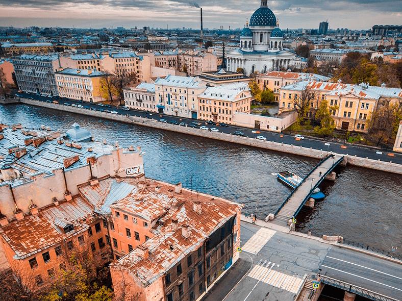 Вид на Смежный и Красноармейский мосты и на Троице-Измайловский собор за Фонтанкой