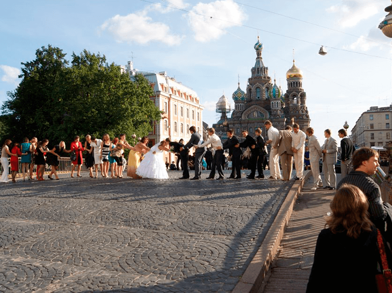Свадьба на мосту: http://www.grad-petrov.ru/