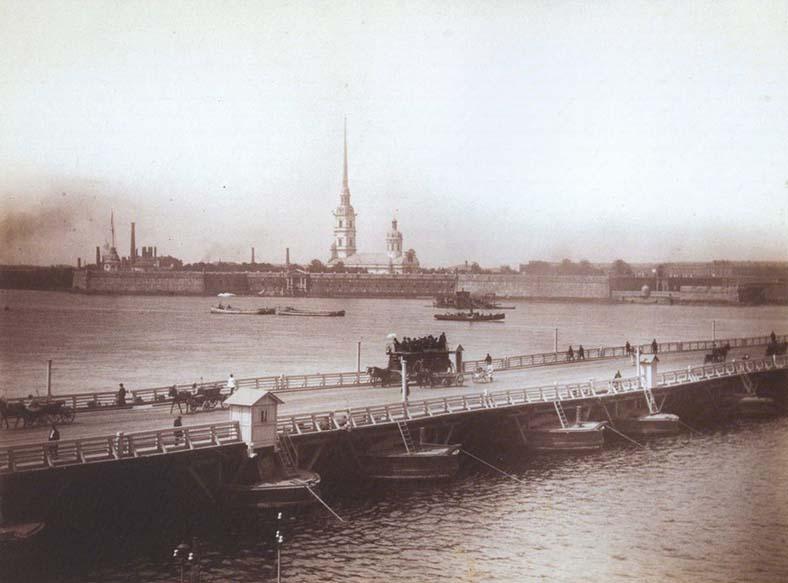 Конка на Троицком наплавном мосту, 1880-е годы
