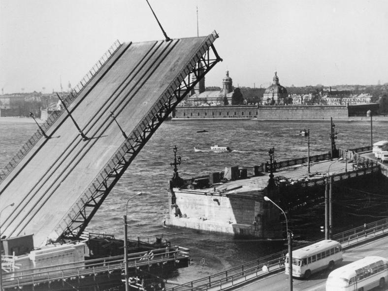 Реконструкция 1965–1966 годов: https://pastvu.com/p/118644