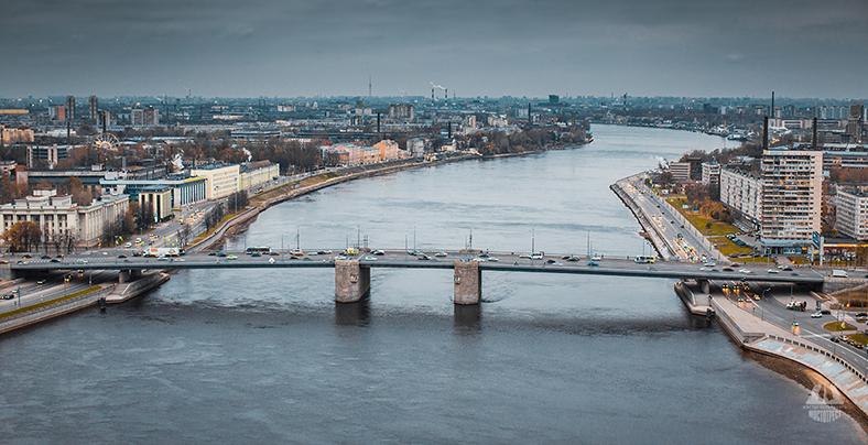 Панорама Володарского моста и Невы вниз по течению